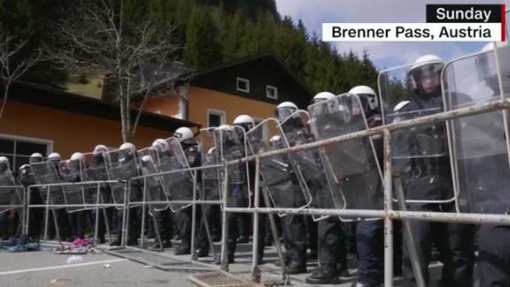 Austria new asylum laws_00012427.jpg