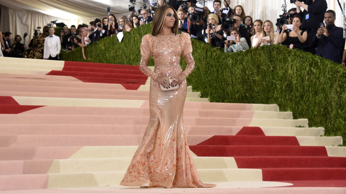 8f6d0a0bbad Met Gala 2016  Fashion veers into tech on red carpet - CNN Style