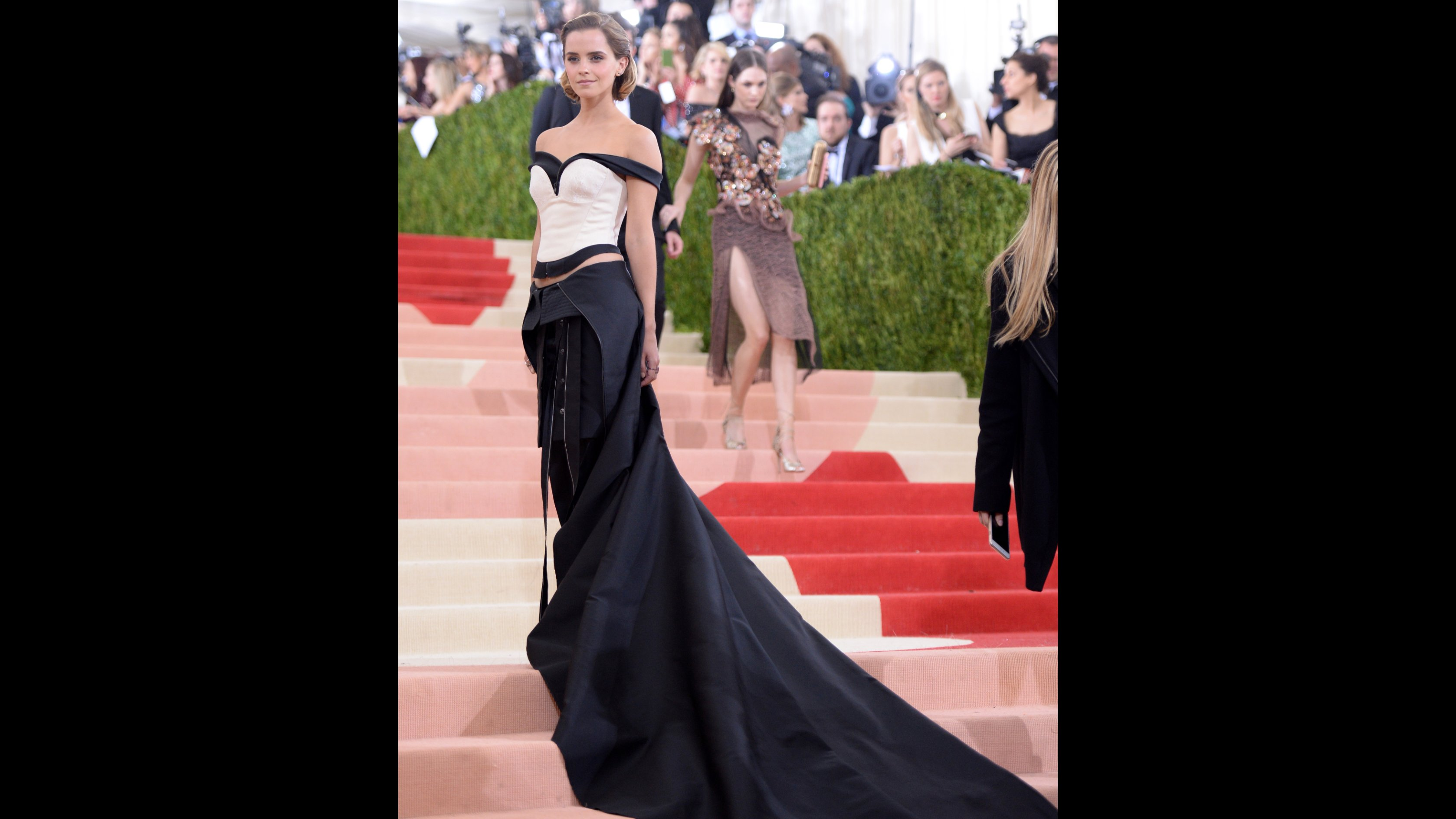 2a00773bb51 Met Gala 2016: Fashion veers into tech on red carpet - CNN Style
