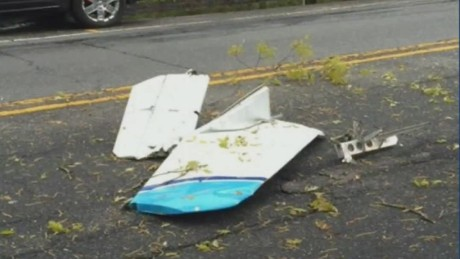 3 dead in plane crash syosset new york pkg_00003109