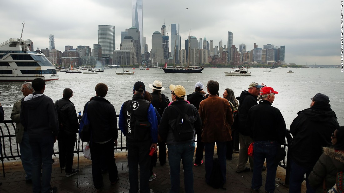Sailing fans flocked to The Big Apple to witness six teams face off over two days of sailboat racing.