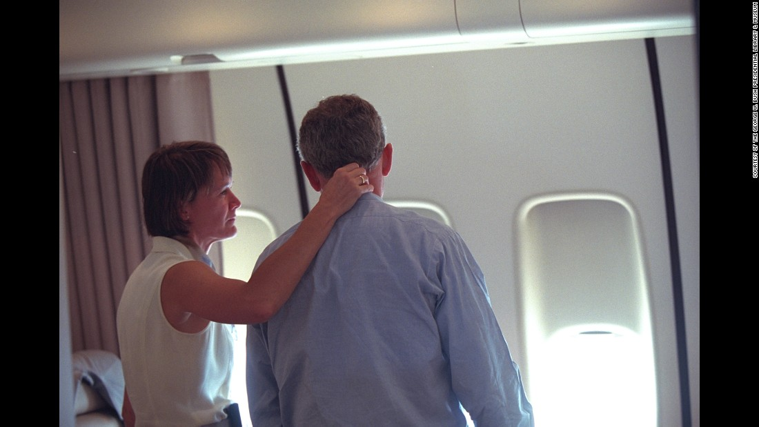 Aboard Air Force One, Bush talks with Lt. Col. Cindy Wright of the White House Medical Office.