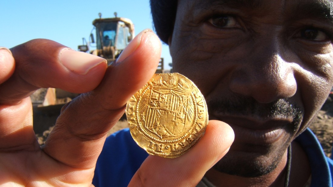 Gold coins were key to identifying the remains. Archeologists were able to date the Spanish and Portuguese currency back to a brief 13 year window in the fifteenth century, before cross referencing against various contemporary logs.