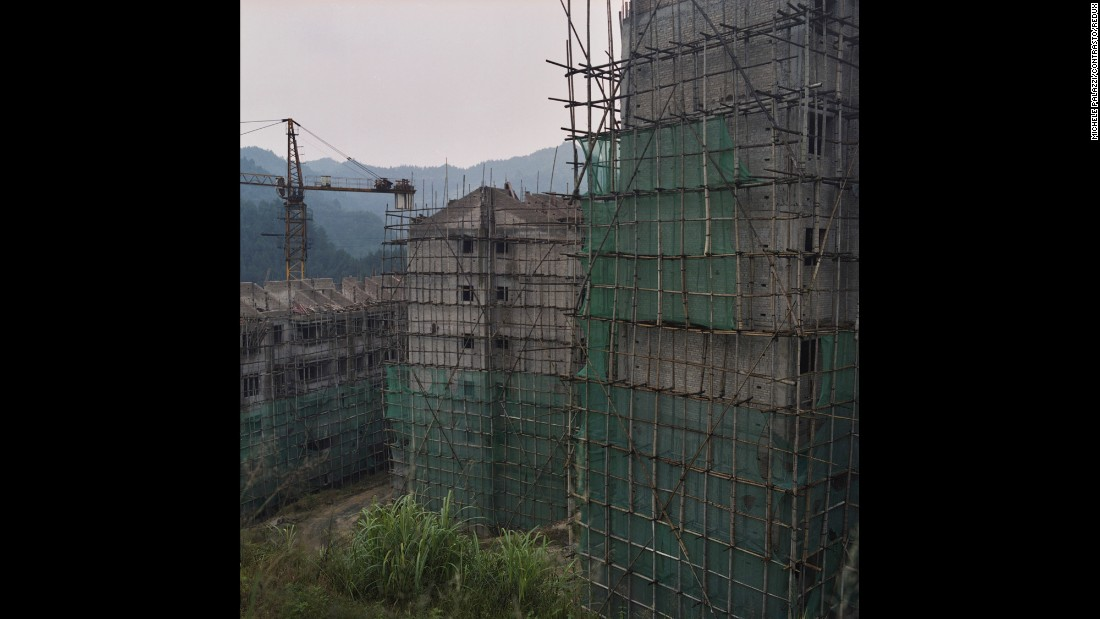 Buildings are under construction in Leishan, a developed area of Guizhou.