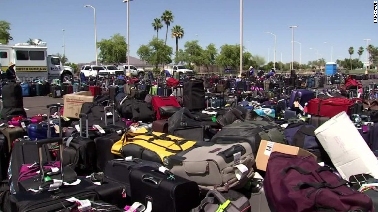 TSA glitch: 3,000 bags sit at airport