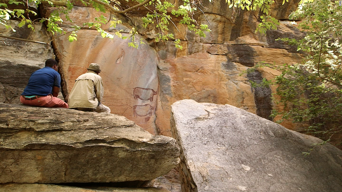 When it comes to Basarwa art, Tsodilo Hills is like an outdoor museum. Some 4,500 rock paintings dating back to the Stone Age can be explored with the help of local guides.