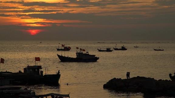 vietnam fisherman south china sea mohsin pkg_00010424.jpg