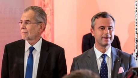 Austrian presidential candidates Alexander Van der Bellen, left, and Norbert Hofer in Vienna on Sunday.