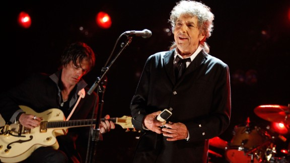 HOLLYWOOD, CA - JANUARY 12:  Musician Bob Dylan performs onstage during the 17th Annual Critics
