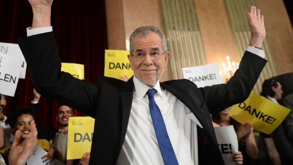 Presidentianl candidate backed by the Greens Alexander Van der Bellen reacts during an election party after the second round of the Austrian President elections on May 22, 2016 in Vienna. / AFP / APA / ROLAND SCHLAGER / Austria OUT        (Photo credit should read ROLAND SCHLAGER/AFP/Getty Images)