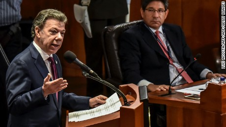 Colombian President Juan Manuel Santos asks the Constitutional Court in Bogota on May 26, 2016 to allow a referendum in which Colombians would vote for or against an imminent peace deal with the FARC guerrillas. / AFP / LUIS ACOSTA        (Photo credit should read LUIS ACOSTA/AFP/Getty Images)