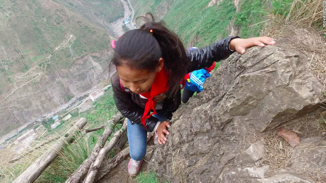 chinese kids descend terrifying cliff face to school cnn