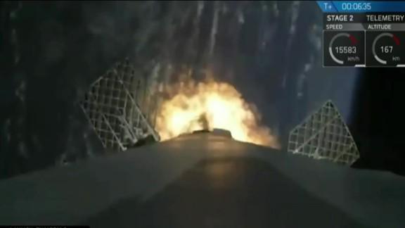 spacex falcon 9 rocket landing sot_00002419.jpg