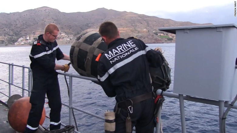 French Navy detects EgyptAir 804 black box signal