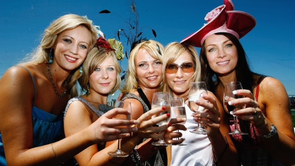 MELBOURNE, AUSTRALIA - NOVEMBER 01:  Race goes enjoy the atmosphere during The Melbourne Cup at Flemington Racecourse November 1, 2005 in Melbourne, Australia.  (Photo by Kristian Dowling/Getty Images)
