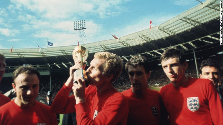 1-on-1 with Geoff Hurst: 'It changes your life'