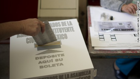 A citizen votes in the election of governors on June 5, 2016 in Mexico City.  Mexicans went to the polls on Sunday to elect governors of 12 states, elections in which the ruling party (Institutional Revolutionary Party,  PRI) will try to maintain its historic control in two regions affected by drug violence. / AFP / YURI CORTEZ        (Photo credit should read YURI CORTEZ/AFP/Getty Images)