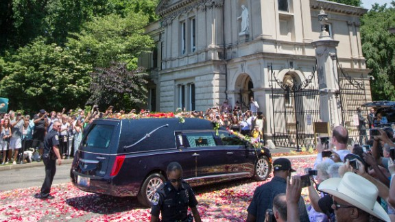 The hearse carrying Ali arrives at the Cave Hill Cemetery in Louisville.