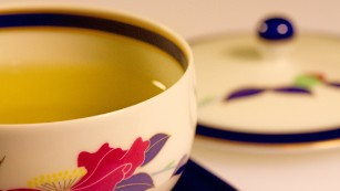Drinking green tea, rather than black, may help you live longer, new study suggests