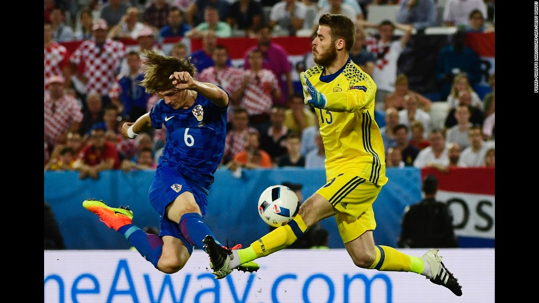 Spanish goalkeeper David De Gea saves a shot from Croatia's Tin Jedvaj.