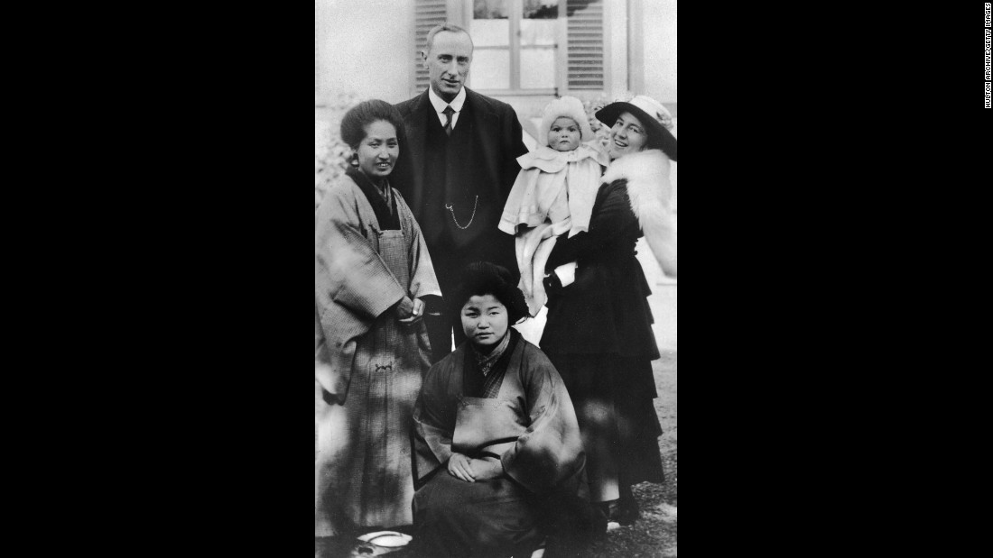 The actress was born Olivia Mary de Havilland on July 1, 1916, to British parents who were living in Tokyo. With Japanese nurses in attendance, she appears here with her father, patent attorney Walter Augustus de Havilland, and her mother, Lillian, circa 1917. Her parents' marriage grew strained, and soon her mother left Japan and settled in Saratoga, California, to raise Olivia and her younger sister, Joan.