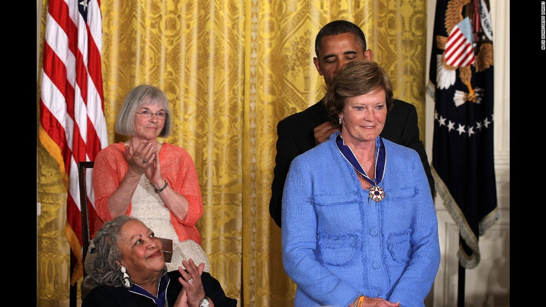 Former NCAA basketball coach Pat Summitt is presented with a Presidential Medal of Freedom by U.S. President Barack Obama on May 29, 2012 at the White House.