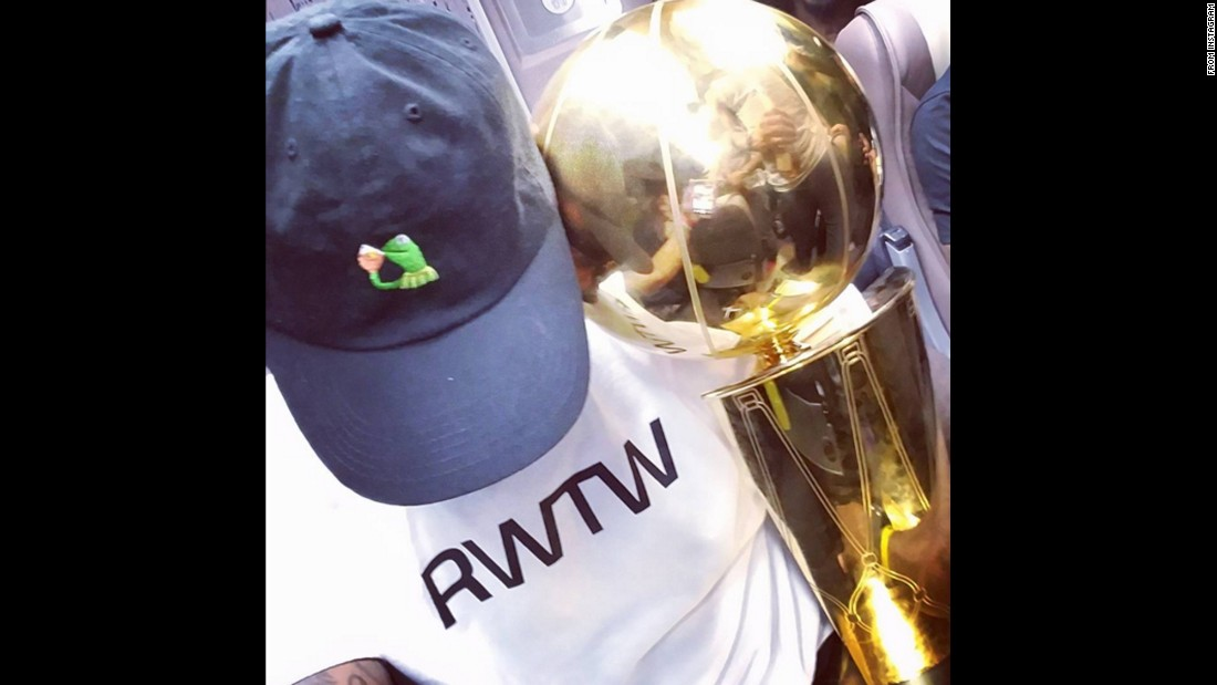 Lebron James Takes A Selfie With The Larry O 39 Brien Trophy After