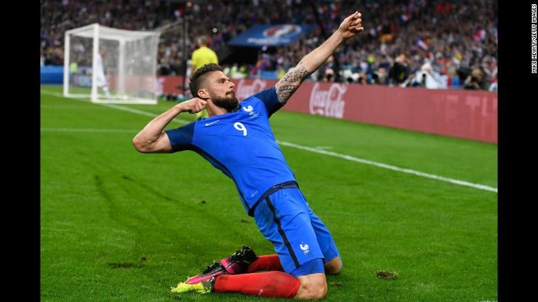 Olivier Giroud Of France Celebrates Scoring His Teams Fifth Goal During Quarterfinal