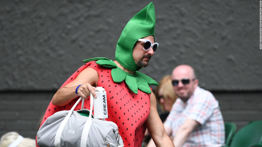Fans arrived in their droves to watch home-crowd favorite Andy Murray -- and some were dressed more colorfully than others.