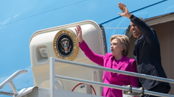 US President Barack Obama and Democratic presidential candidate Hillary Clinton walk off Air Force One in Charlotte, North Carolina, to attend a Clinton campaign event.