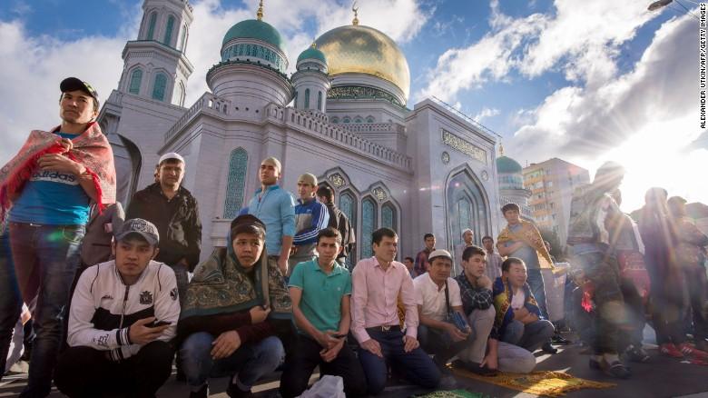 Must see Filipino Eid Al-Fitr Feast - 160705165552-06-ramadan-eid-al-fitr-0705-exlarge-169  Photograph_601827 .jpg