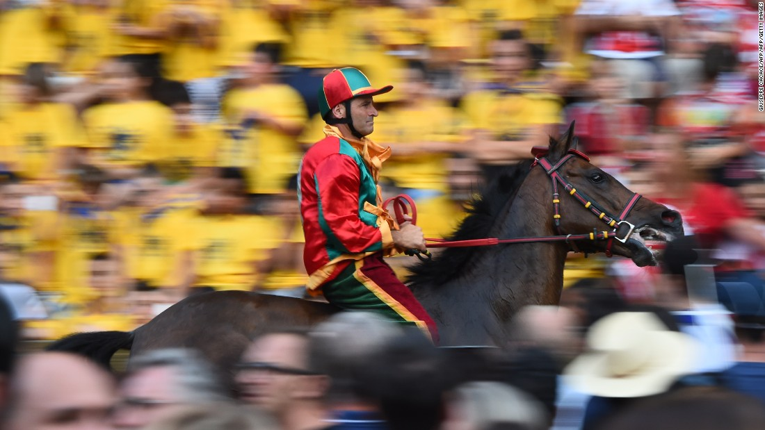 The winner is the first across the line but, unlike traditional horse racing, victory can be sealed even if the horse has unseated its rider during the course of the race.