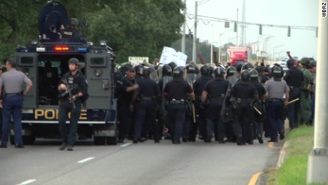 baton rouge protesters block road pkg_00001828