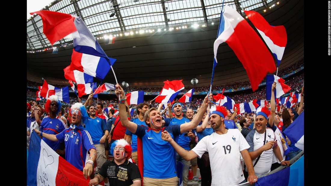 France won the 1984 Euros and 1998 World Cup when it hosted the tournaments.