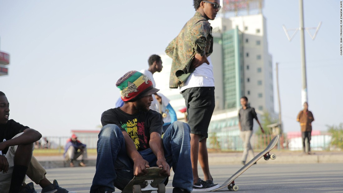 Ethiopia Skate was co-founded by American photographer Sean Stromsoe and local skater Abenezer Temesgen, but has since become a community effort.