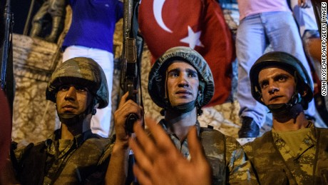 Post-coup, Turkish government releases hundreds of soldiers