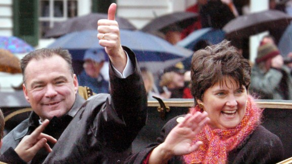 Gov. Kaine and his wife, Anne Holton, acknowledge the crowd after his inauguration in 2006.