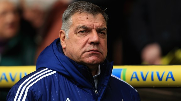 NORWICH, ENGLAND - APRIL 16: Manager Sam Allardyce of Sunderland looks on during the Barclays Premier League match between Norwich City and Sunderland at Carrow Road on April 16, 2016 in Norwich, England.  (Photo by Stephen Pond/Getty Images)