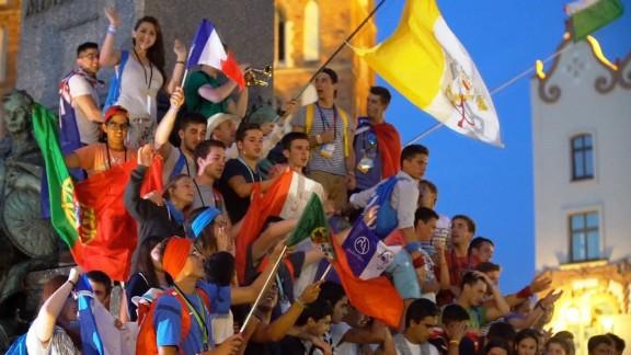 pilgrims wait for pope francis poland_00003501.jpg