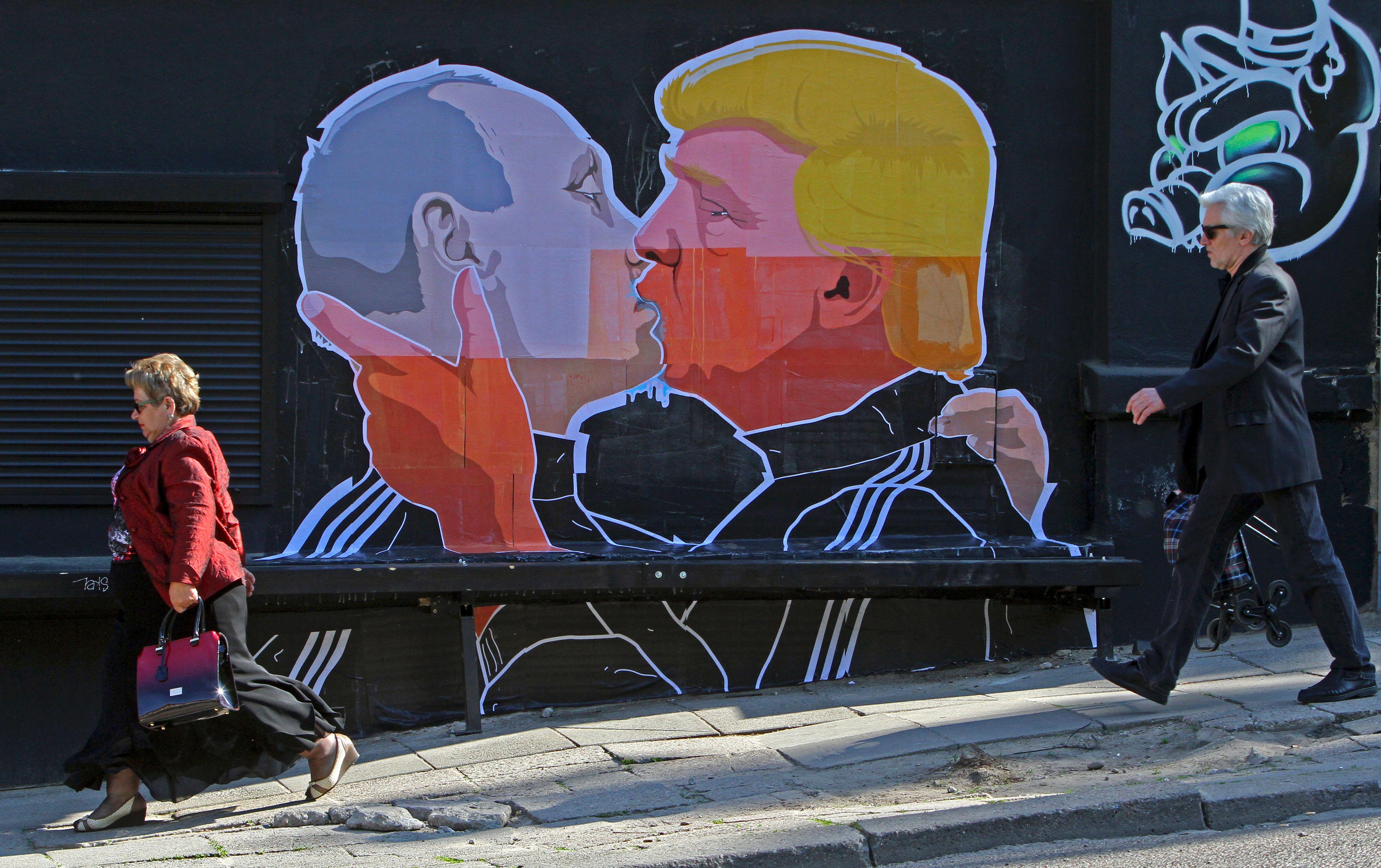 Artist Gives Provocative Hillary Clinton Mural A Burqa Cnn Style