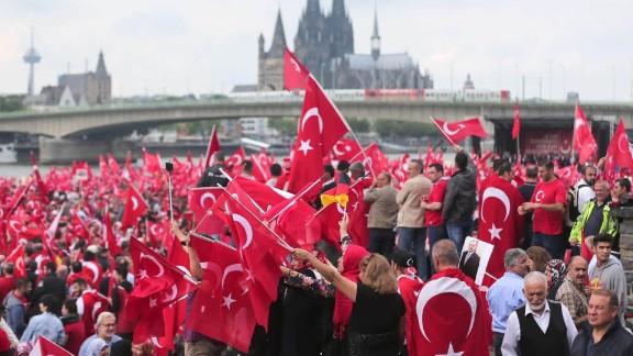 Germany Cologne pro-Erdogan rally Pleitgen looklive_00003825.jpg