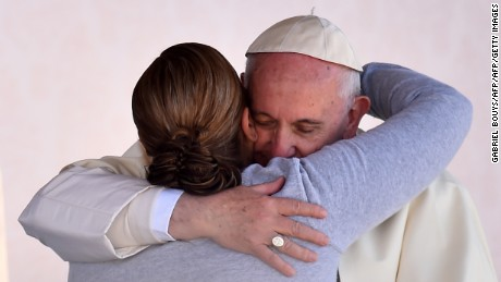 TOPSHOT - Pope Francis is greeted by a female inmate during his visit to the CeReSo n. 3 penitentiary in Ciudad Juarez, Mexico on February 17, 2016. Thousands flocked to Mexico's border with the United States on Wednesday for a huge mass with Pope Francis focusing on immigration -- a heated topic on the US presidential campaign trail.   AFP PHOTO /GABRIEL BOUYS / AFP / GABRIEL BOUYS        (Photo credit should read GABRIEL BOUYS/AFP/Getty Images)