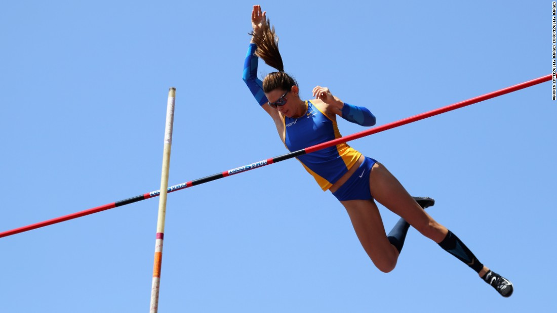 Eight years ago, Olympic organizers in Beijing mislaid Fabiana Murer's equipment during the competition, ruining her chances of a medal. Now she's a world silver medalist in the pole vault heading into her home Games.