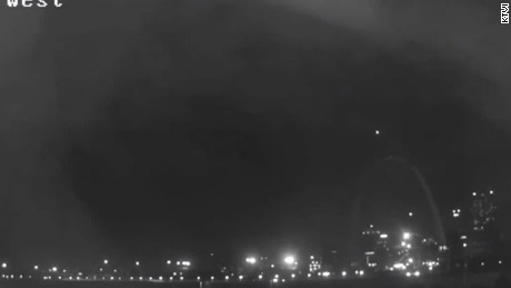 Mysterious light over St. Louis arch pkg_00010310