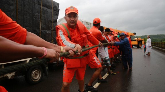 Rescue workers pull a rope during the search operation on August 3, 2016.