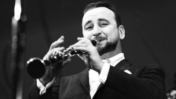 Famous New Orleans jazz clarinetist Pete Fountain died August 6 of heart failure. He was 86.