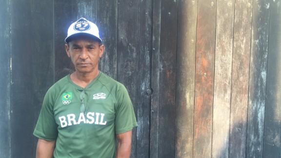 Luiz Carlos Silva, Rafaela's father.