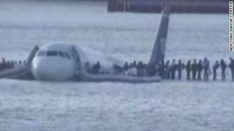 Cockpit recordings of Hudson River crash landing (2009)