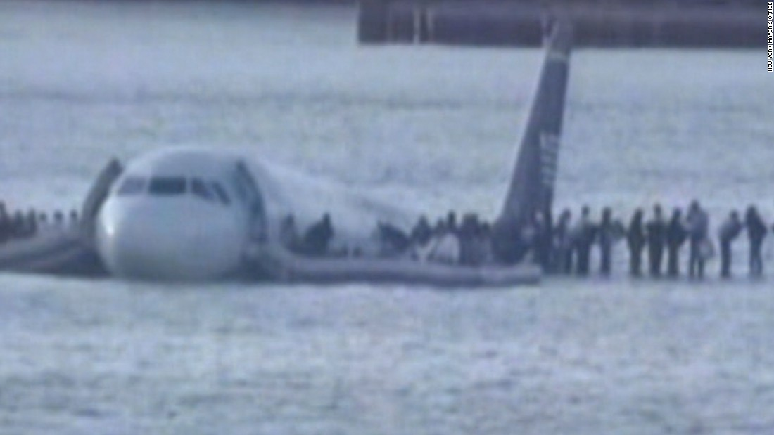 2009 Airplane Crash Lands Into Hudson River All Aboard Reported