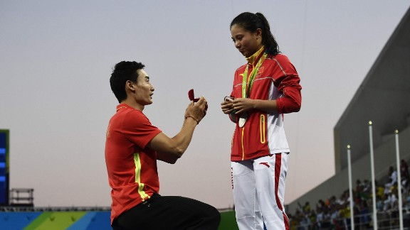 China's Qin Kai proposes to fellow diver He Zi after she received silver in the 3-meter springboard on Sunday, August 14.